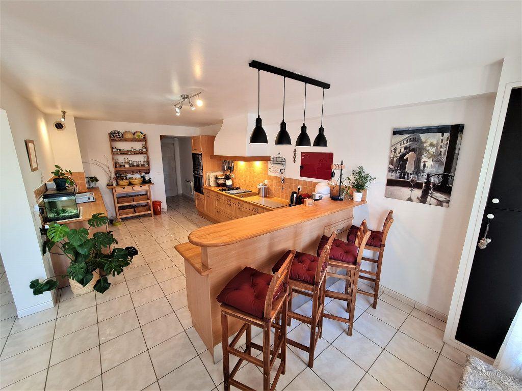 Maison à vendre 8 205m2 à Chevry vignette-2