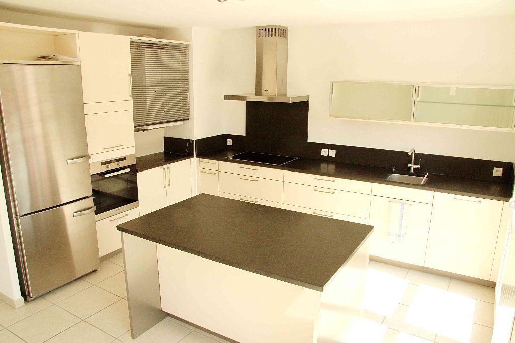 Appartement à vendre 4 132m2 à Prévessin-Moëns vignette-2