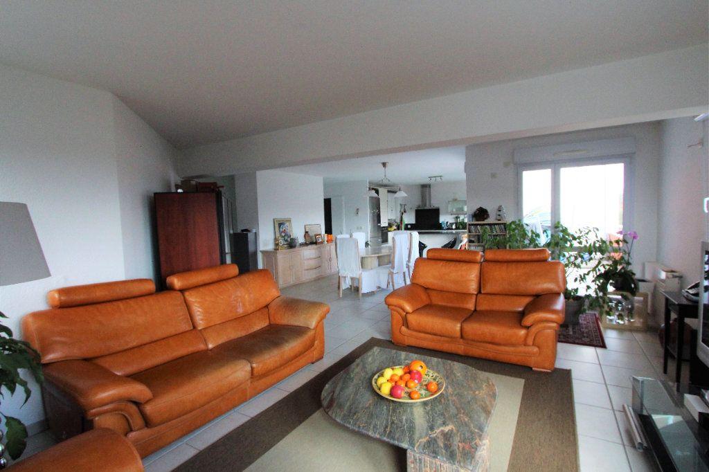 Appartement à vendre 4 132m2 à Prévessin-Moëns vignette-3