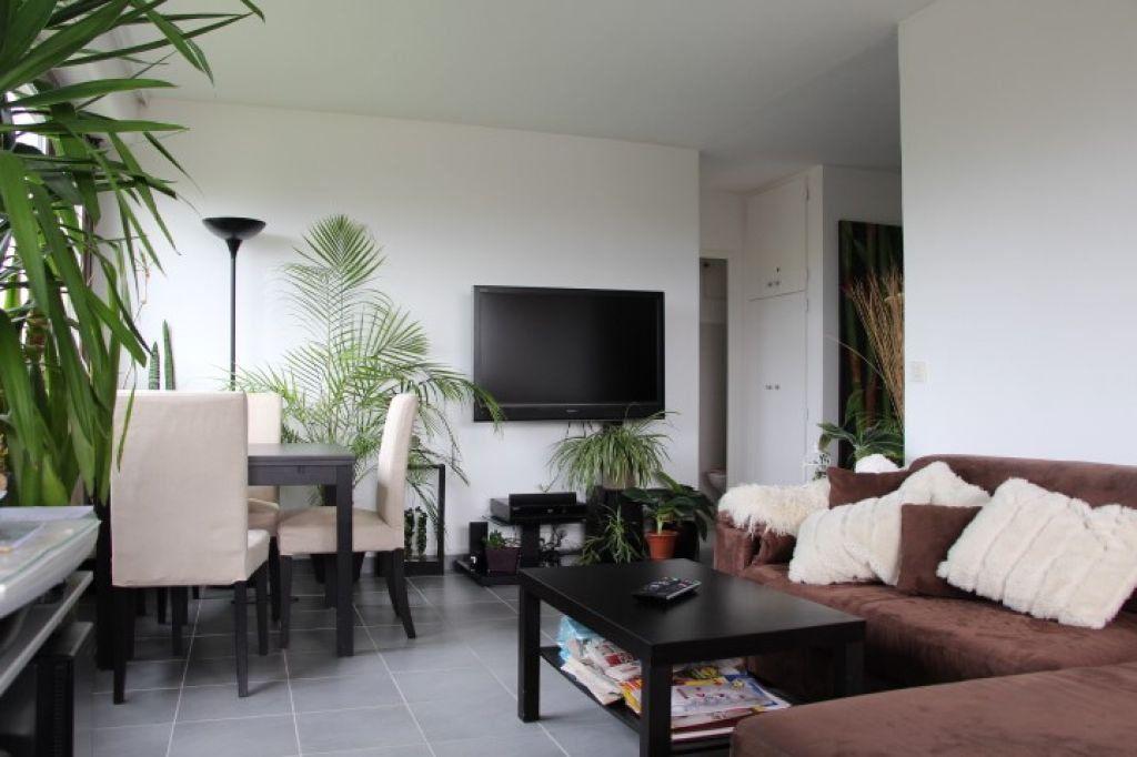 Appartement à vendre 3 62.96m2 à Ferney-Voltaire vignette-1