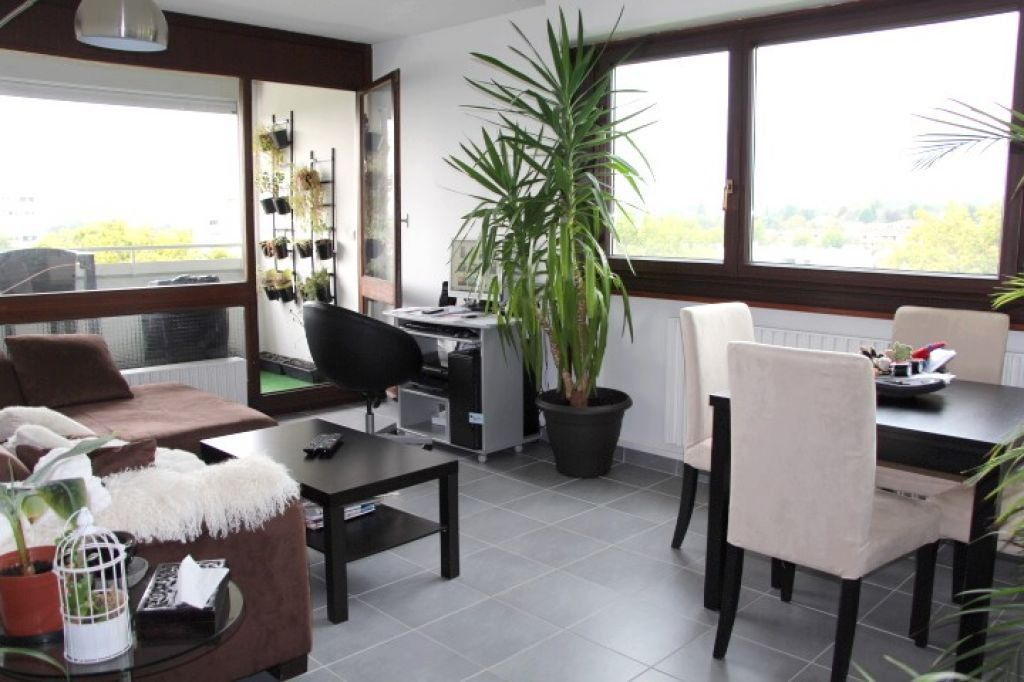 Appartement à vendre 3 62.96m2 à Ferney-Voltaire vignette-2