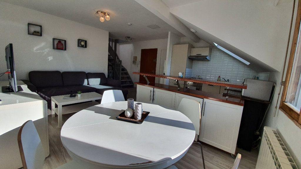 Appartement à vendre 2 43.68m2 à Grilly vignette-1