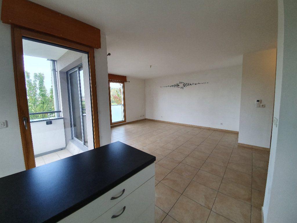 Appartement à vendre 3 77.2m2 à Prévessin-Moëns vignette-1