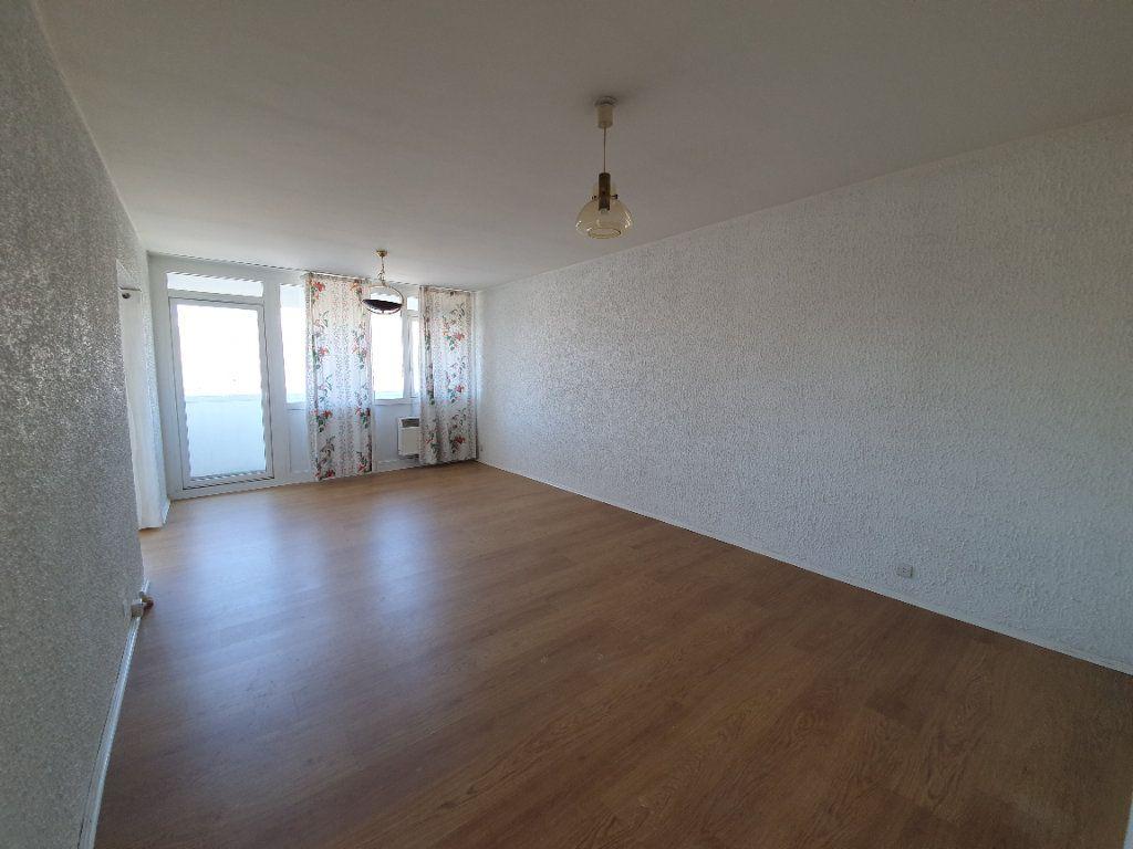 Appartement à vendre 3 69m2 à Ferney-Voltaire vignette-1