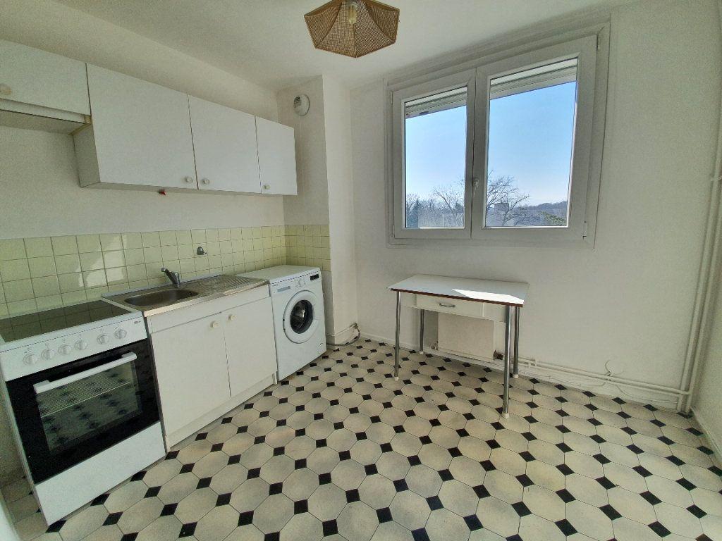 Appartement à vendre 3 69m2 à Ferney-Voltaire vignette-5
