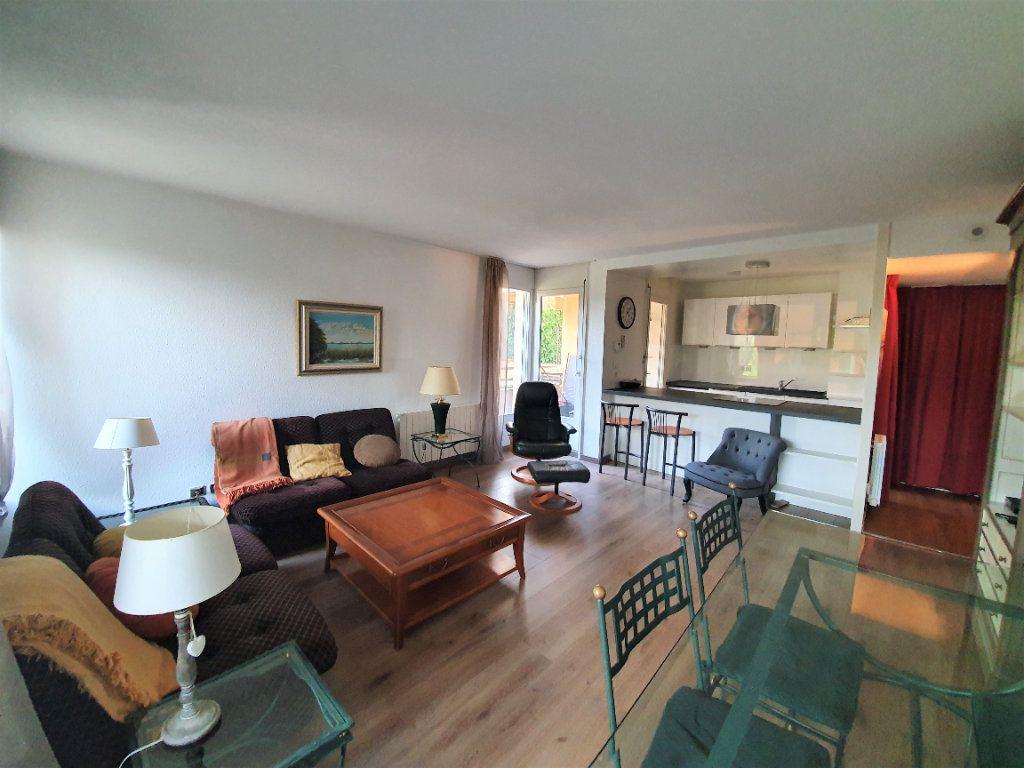 Appartement à vendre 2 53.42m2 à Ferney-Voltaire vignette-1