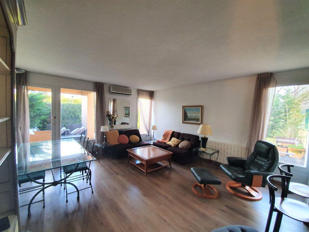 Appartement à vendre 2 53.42m2 à Ferney-Voltaire vignette-2