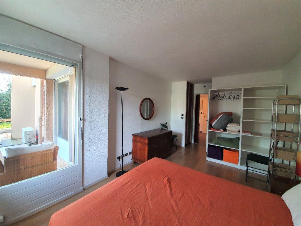 Appartement à vendre 2 53.42m2 à Ferney-Voltaire vignette-3