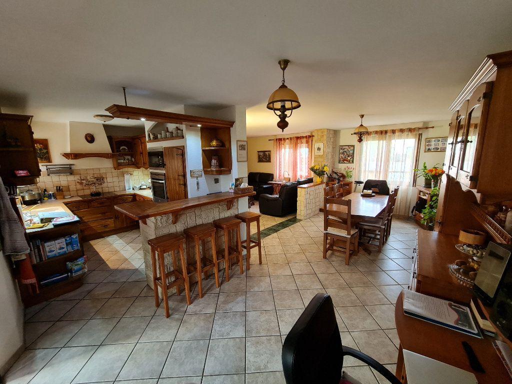 Maison à vendre 7 160m2 à Saint-Genis-Pouilly vignette-1