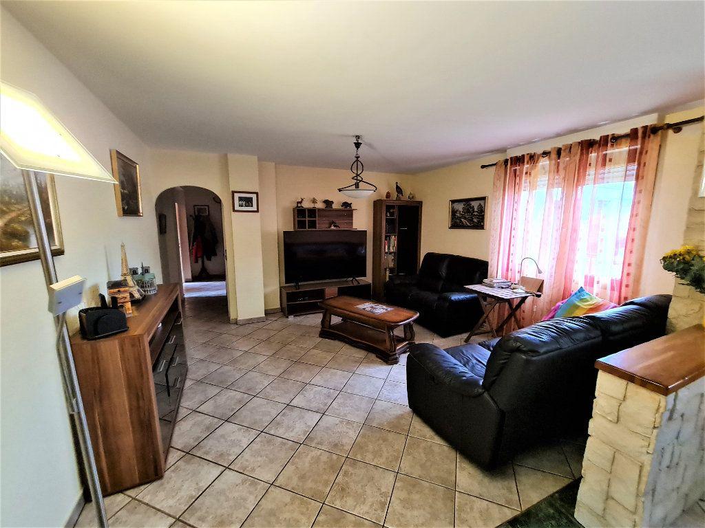 Maison à vendre 7 160m2 à Saint-Genis-Pouilly vignette-2