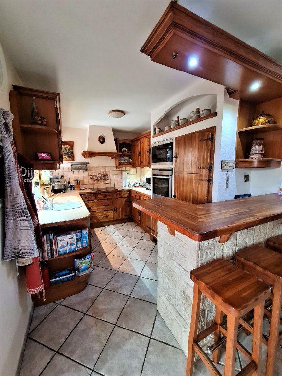 Maison à vendre 7 160m2 à Saint-Genis-Pouilly vignette-3