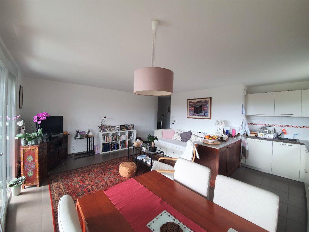 Appartement à vendre 3 68.3m2 à Prévessin-Moëns vignette-2