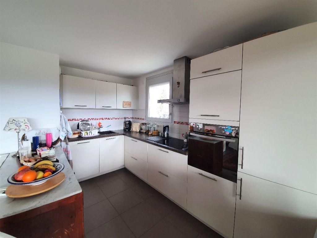 Appartement à vendre 3 68.3m2 à Prévessin-Moëns vignette-3