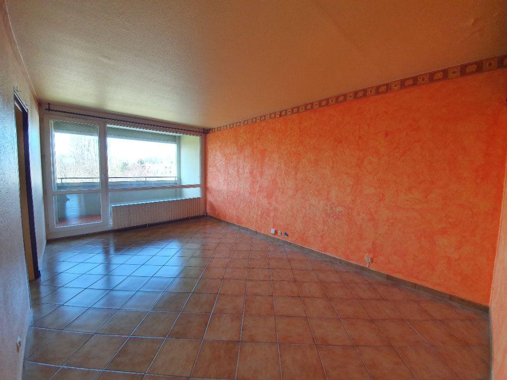 Appartement à vendre 3 71m2 à Ferney-Voltaire vignette-1
