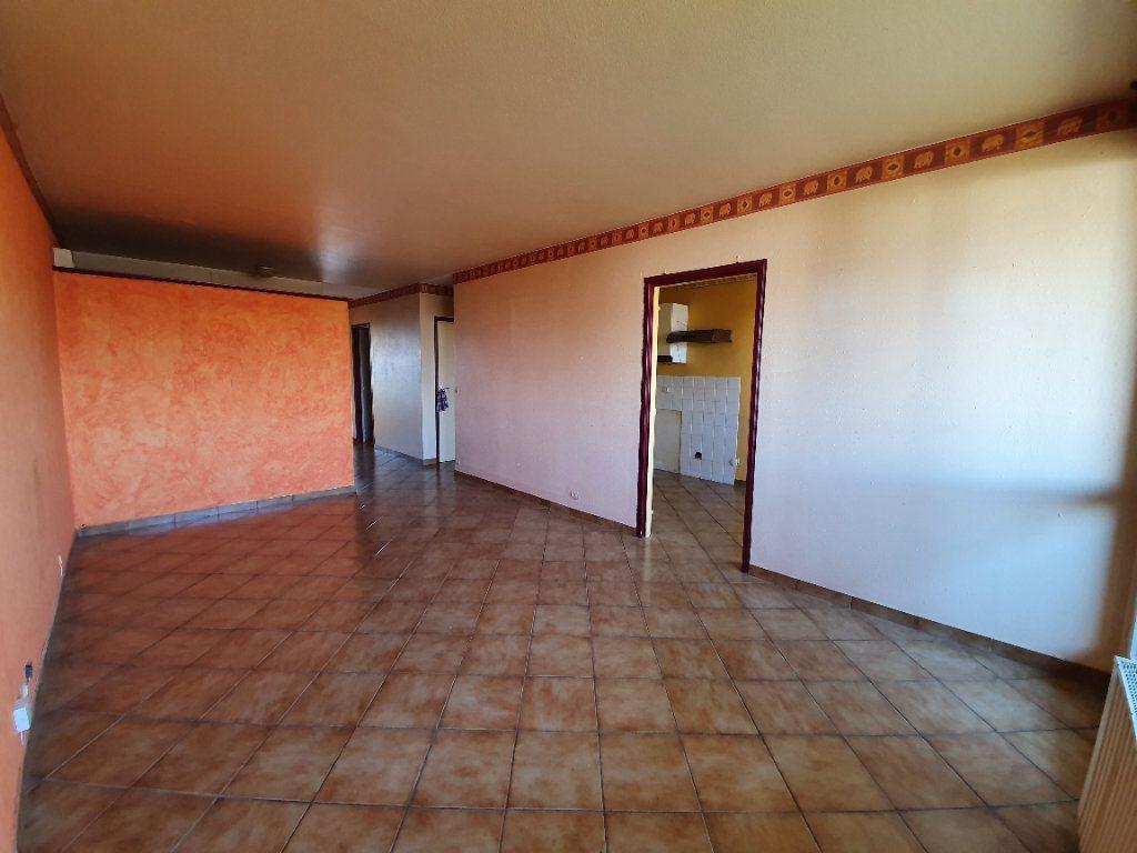 Appartement à vendre 3 71m2 à Ferney-Voltaire vignette-3
