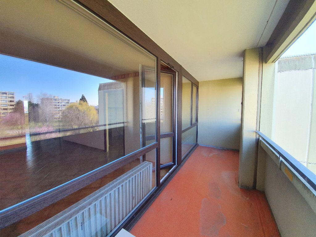 Appartement à vendre 3 71m2 à Ferney-Voltaire vignette-5