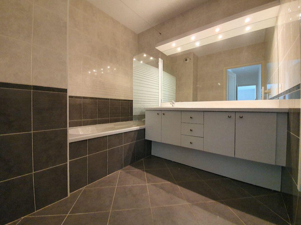 Appartement à vendre 3 72.2m2 à Prévessin-Moëns vignette-2