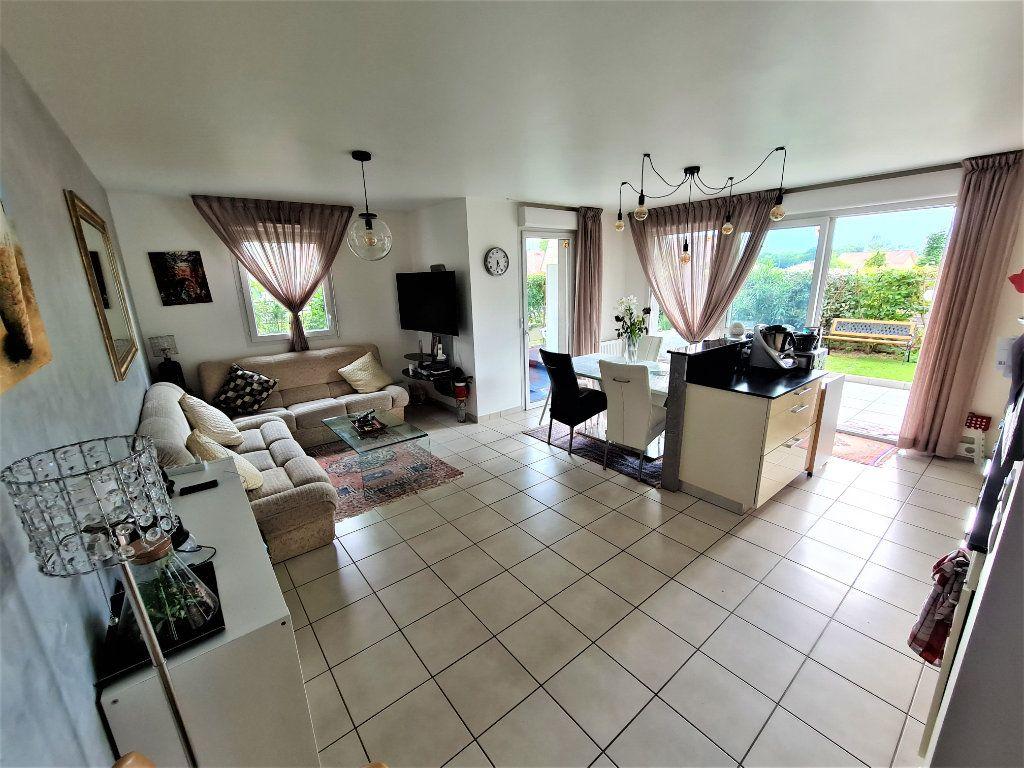 Appartement à vendre 4 80.25m2 à Saint-Genis-Pouilly vignette-3
