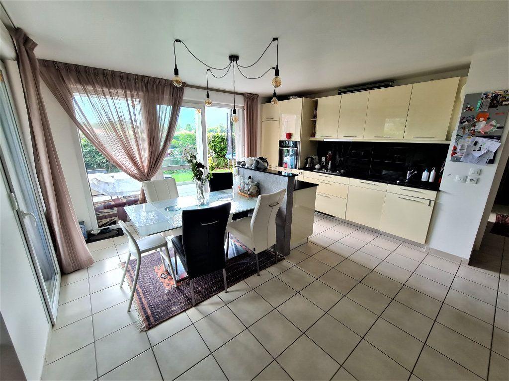 Appartement à vendre 4 80.25m2 à Saint-Genis-Pouilly vignette-4