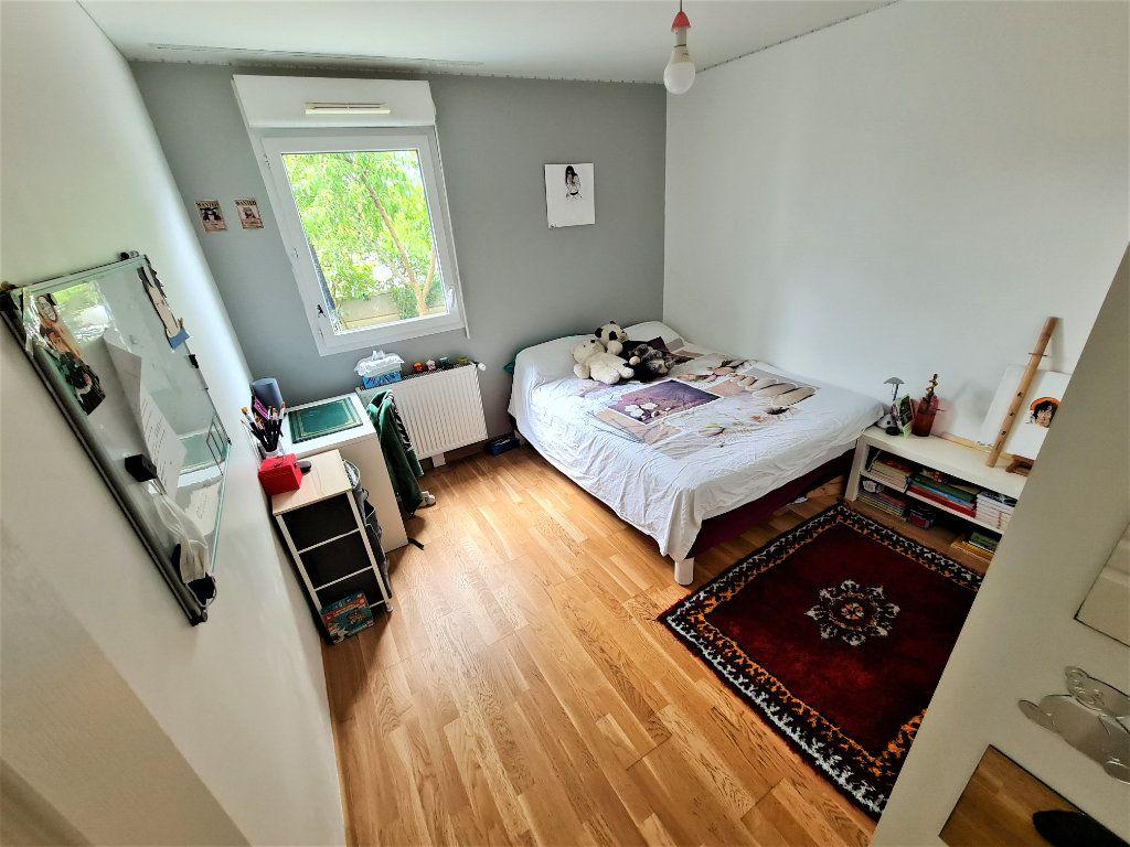 Appartement à vendre 4 80.25m2 à Saint-Genis-Pouilly vignette-6