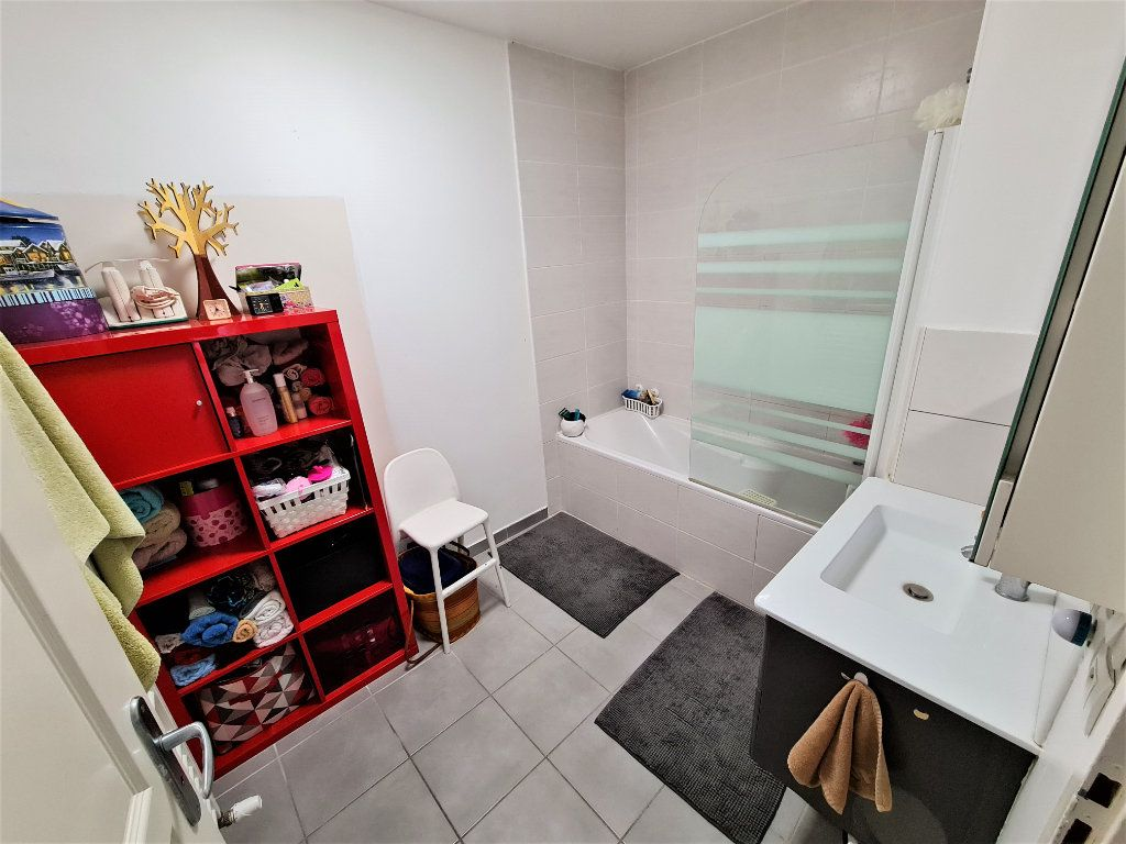 Appartement à vendre 4 80.25m2 à Saint-Genis-Pouilly vignette-7
