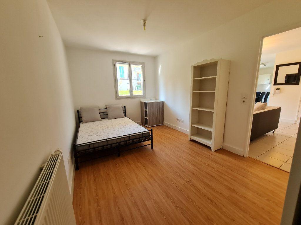 Appartement à louer 2 50m2 à Chevry vignette-4