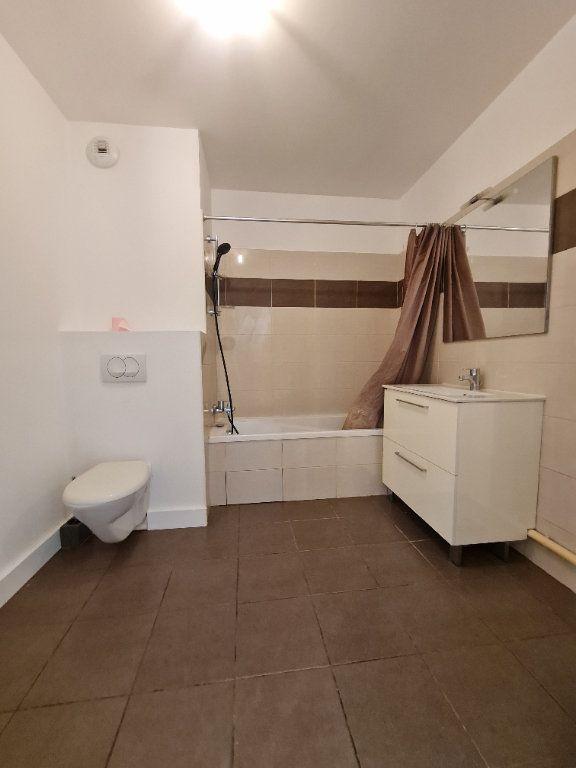 Appartement à louer 2 50m2 à Chevry vignette-5