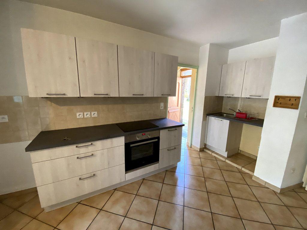 Appartement à louer 4 100.7m2 à Molompize vignette-2