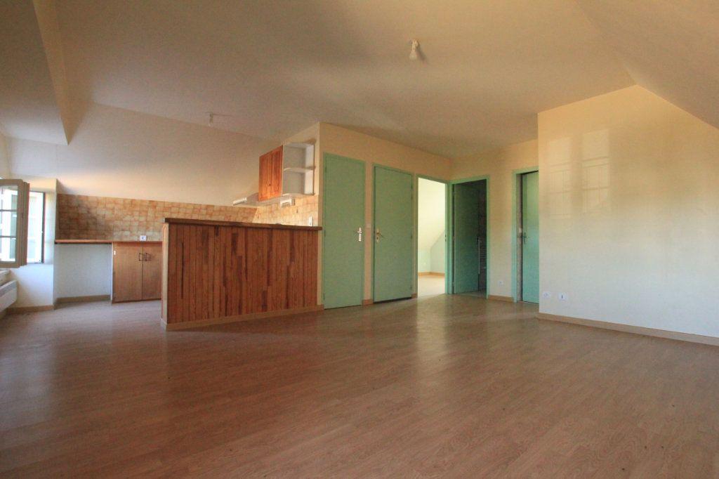 Appartement à louer 3 45m2 à Ruynes-en-Margeride vignette-1