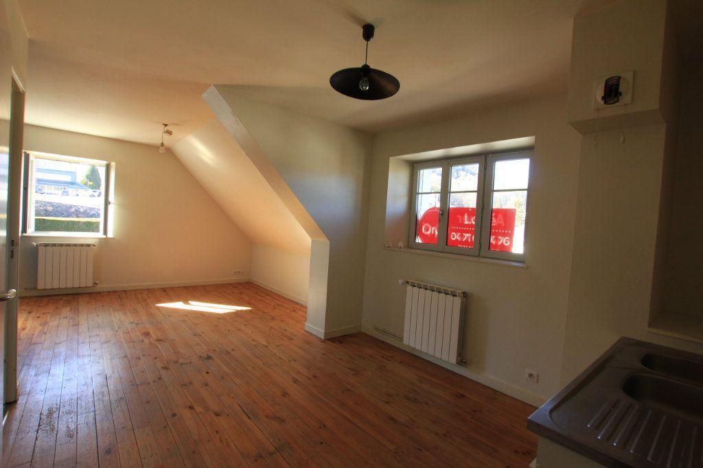 Appartement à louer 2 36m2 à Neussargues-Moissac vignette-1
