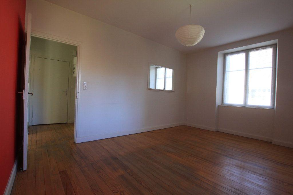Appartement à louer 2 41m2 à Neussargues-Moissac vignette-2