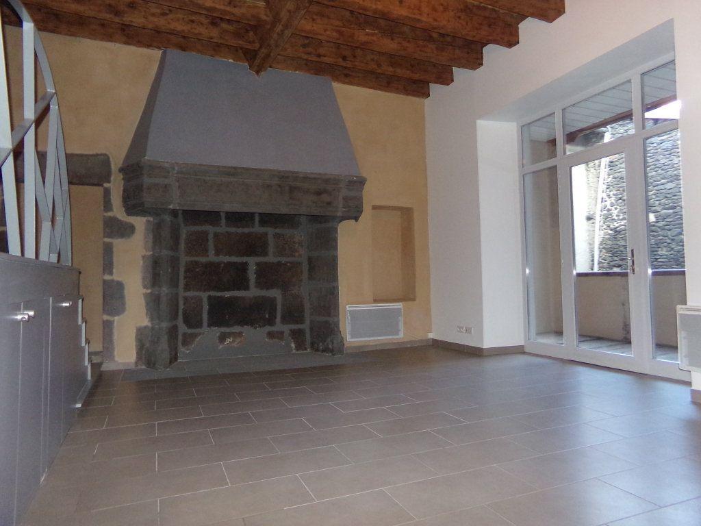 Appartement à louer 4 91m2 à Saint-Flour vignette-2