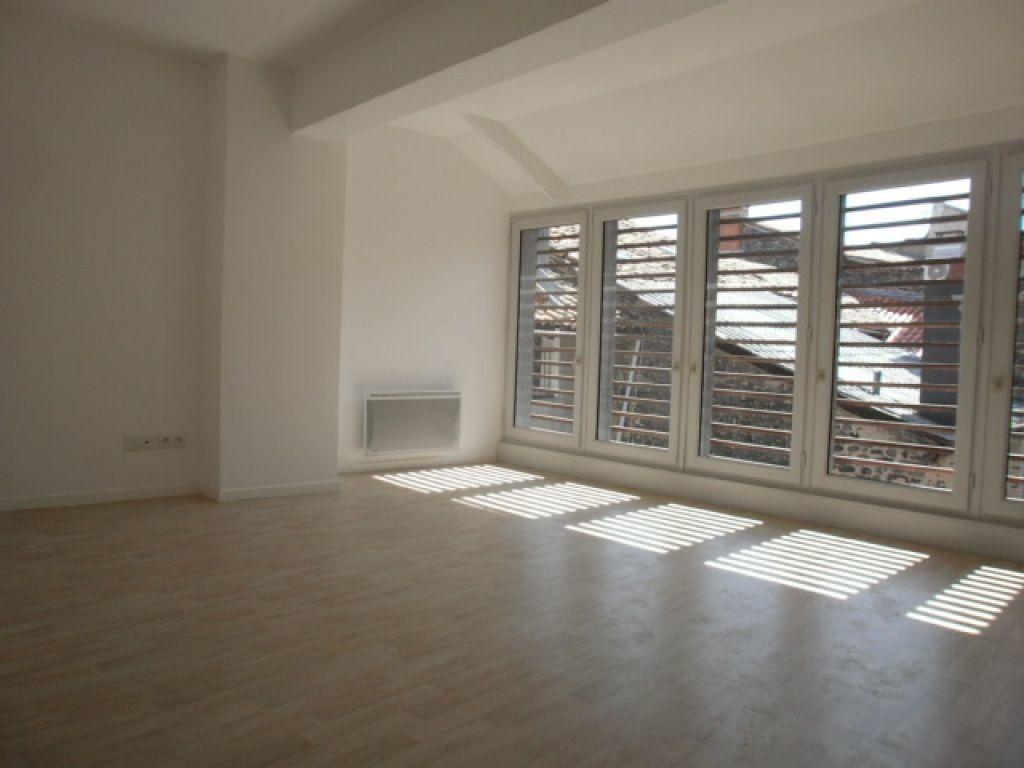 Appartement à louer 4 91m2 à Saint-Flour vignette-3
