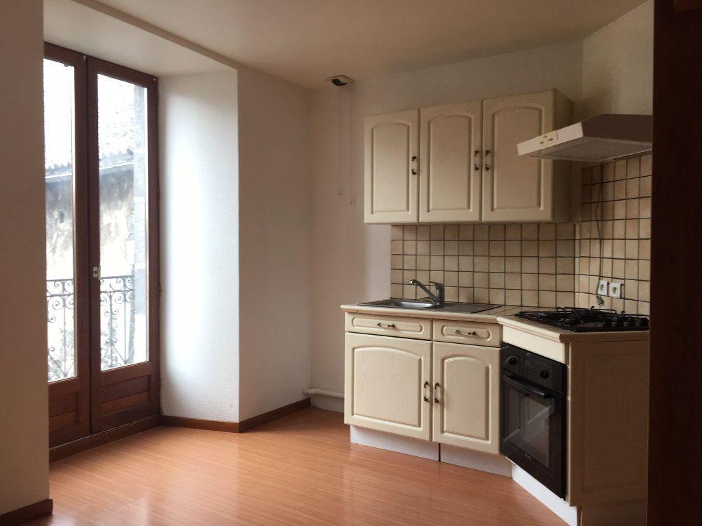 Appartement à louer 3 51.2m2 à Saint-Flour vignette-1