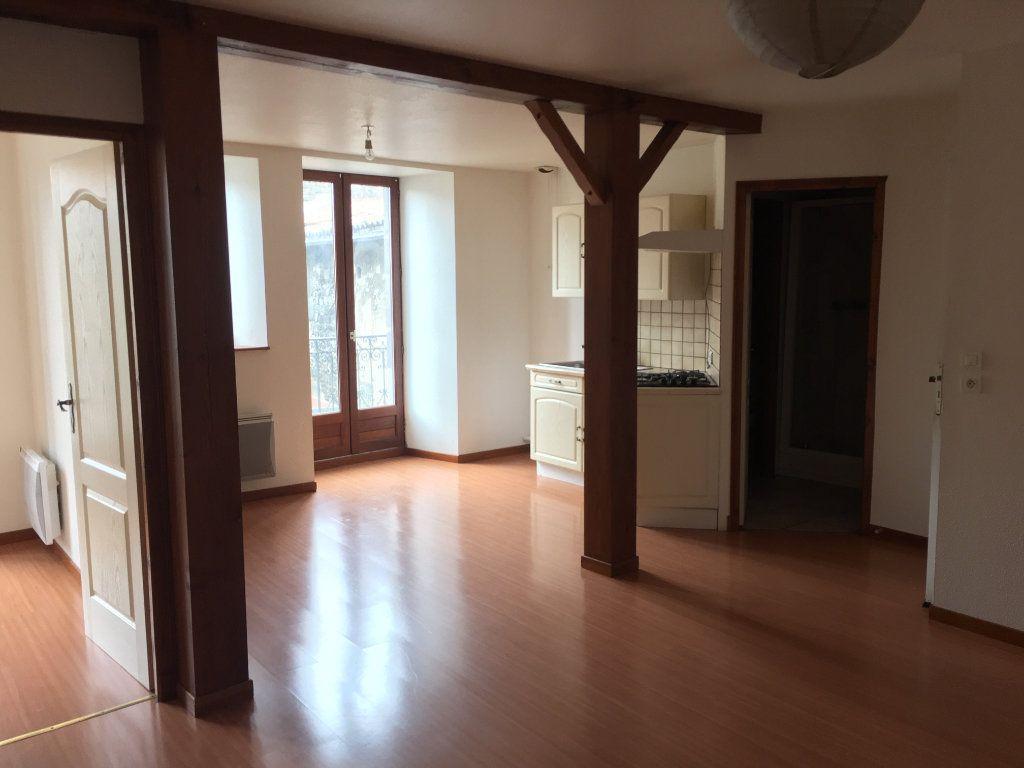 Appartement à louer 3 51.2m2 à Saint-Flour vignette-2