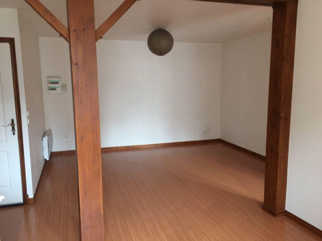 Appartement à louer 3 51.2m2 à Saint-Flour vignette-3