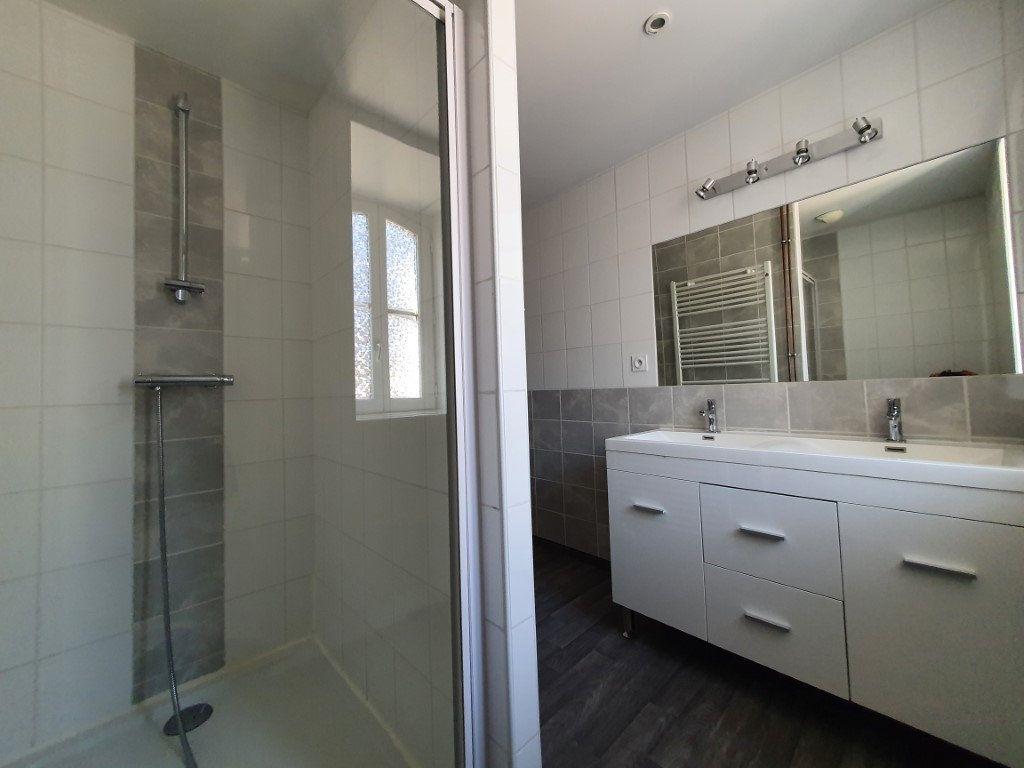 Appartement à louer 4 95.4m2 à Saint-Flour vignette-3