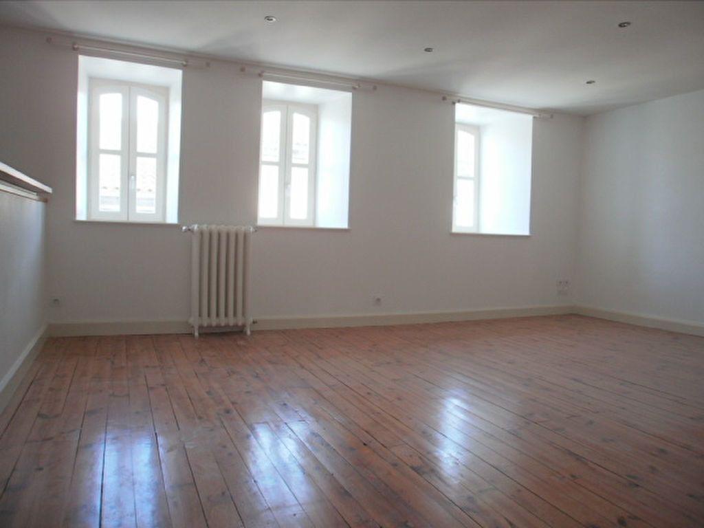 Appartement à louer 4 95.4m2 à Saint-Flour vignette-7