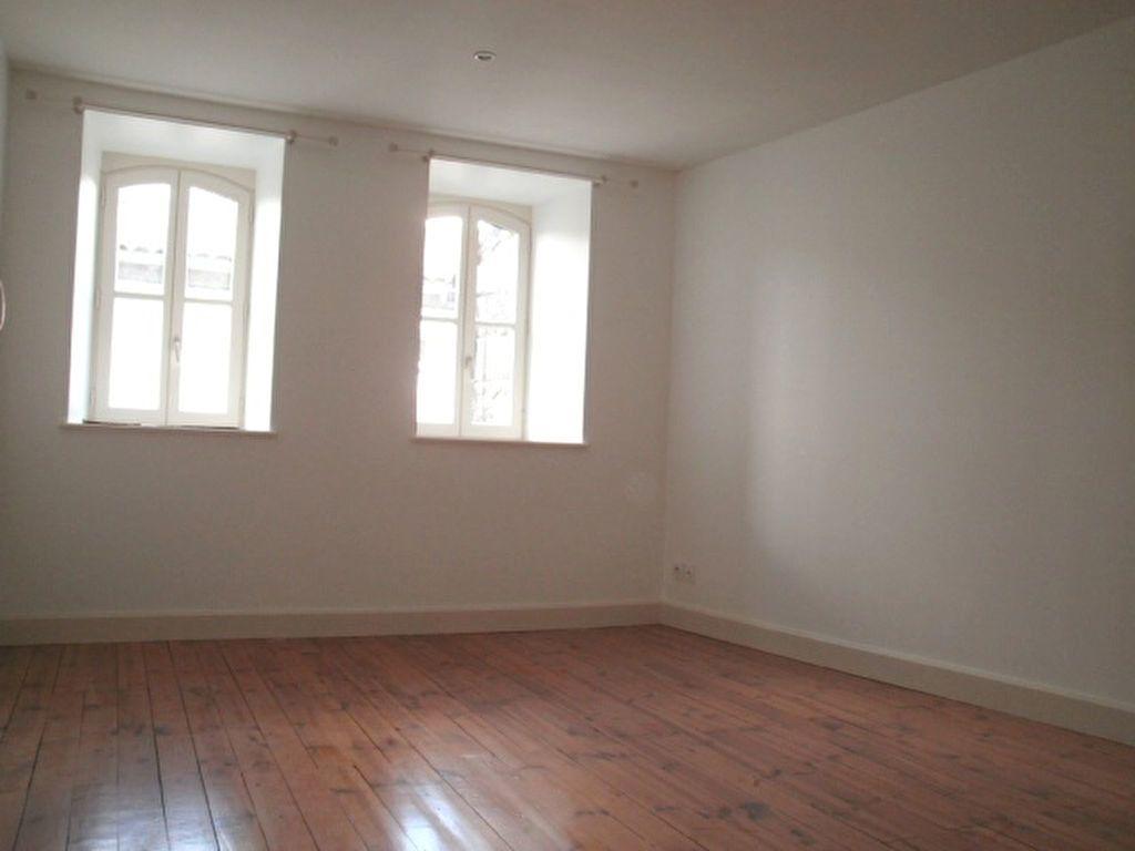 Appartement à louer 4 95.4m2 à Saint-Flour vignette-9