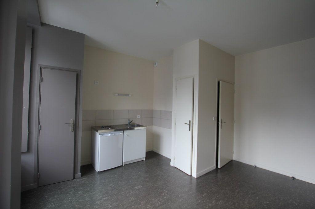 Appartement à louer 1 24m2 à Saint-Flour vignette-1