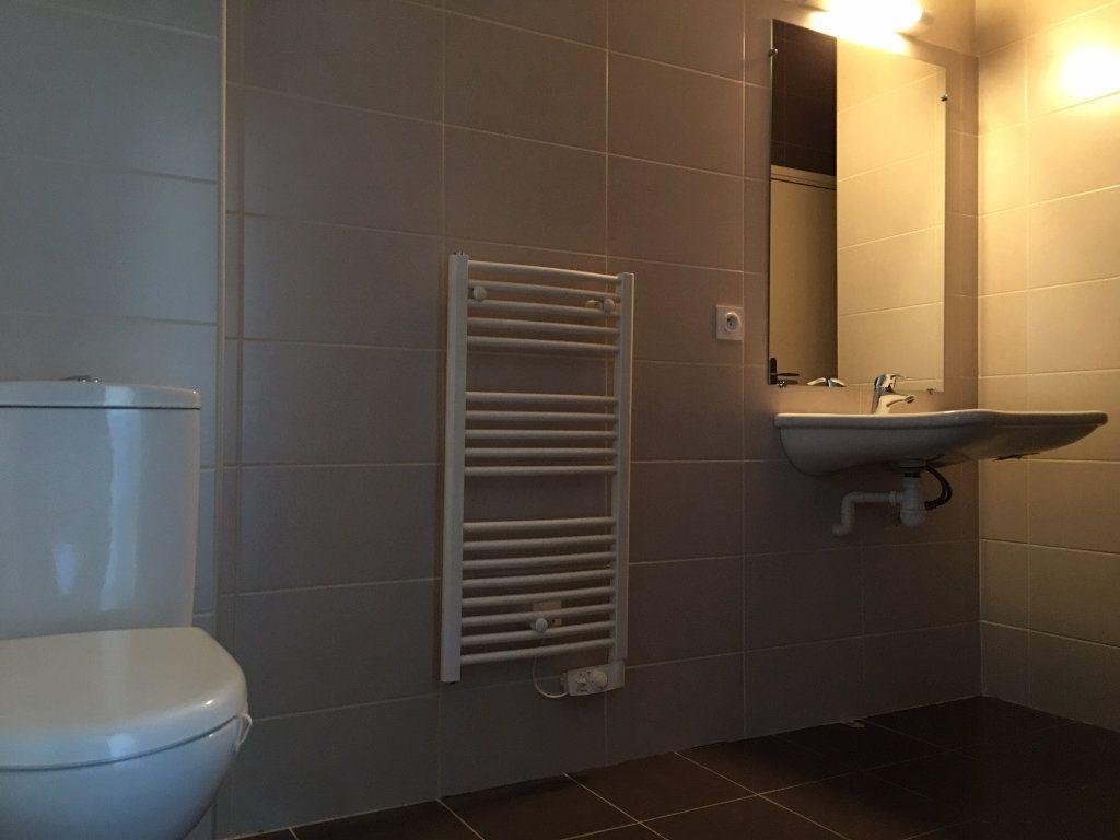 Appartement à louer 1 24m2 à Saint-Flour vignette-4