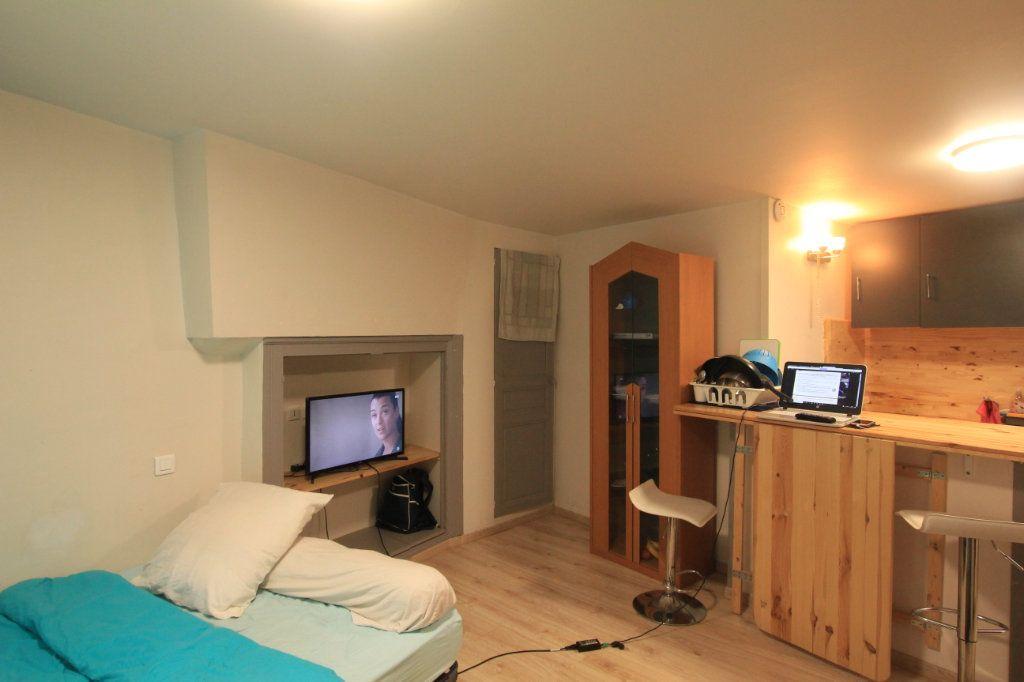 Appartement à louer 1 22.5m2 à Saint-Flour vignette-2