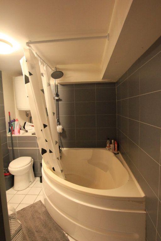 Appartement à louer 1 22.5m2 à Saint-Flour vignette-4