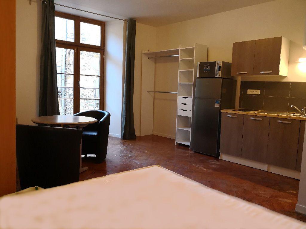 Appartement à louer 1 22.6m2 à Saint-Flour vignette-1