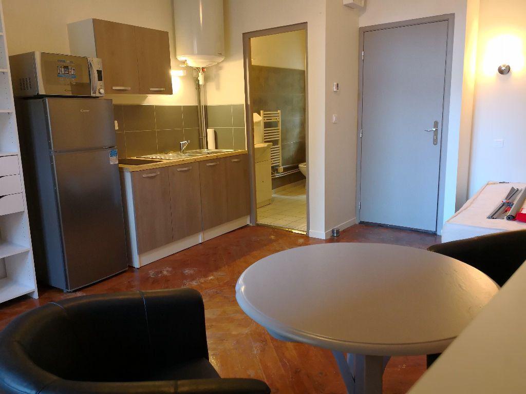 Appartement à louer 1 22.6m2 à Saint-Flour vignette-4