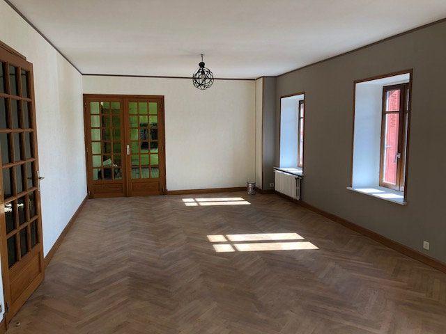 Appartement à louer 5 137.35m2 à Saint-Flour vignette-1