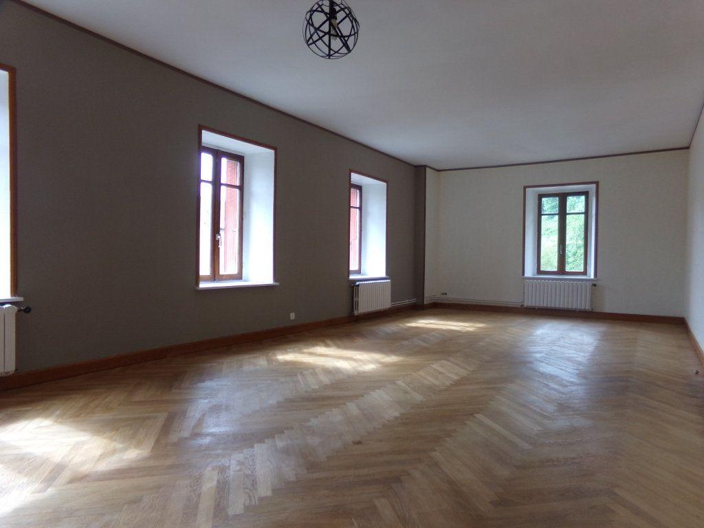 Appartement à louer 5 137.35m2 à Saint-Flour vignette-2