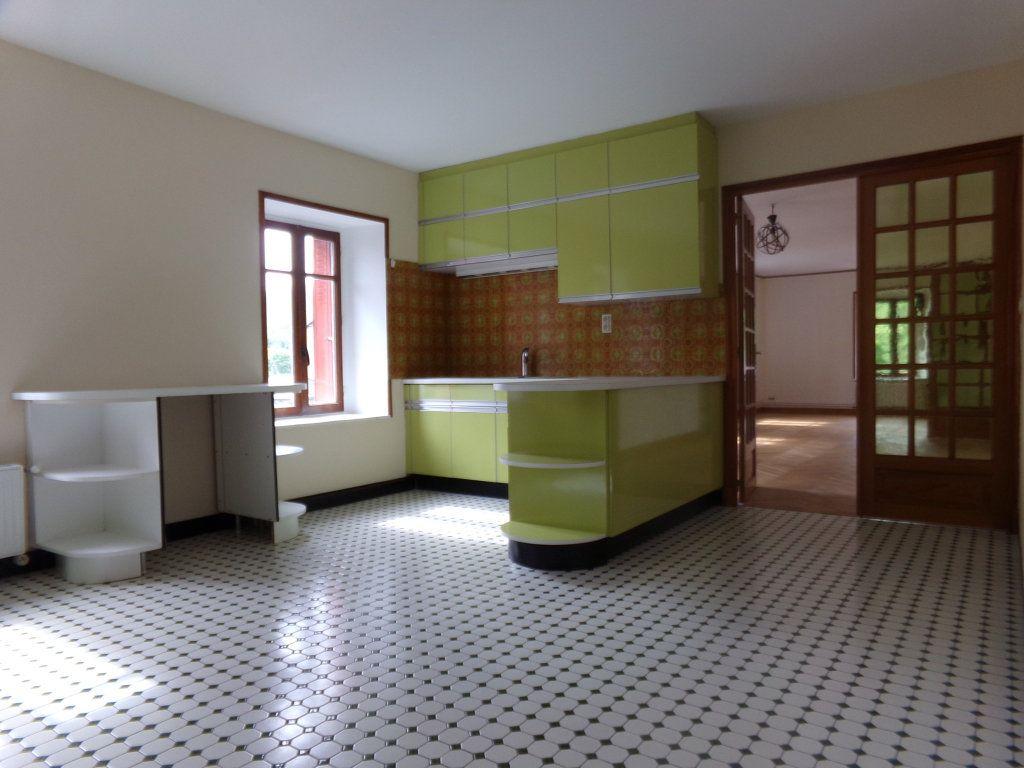 Appartement à louer 5 137.35m2 à Saint-Flour vignette-3
