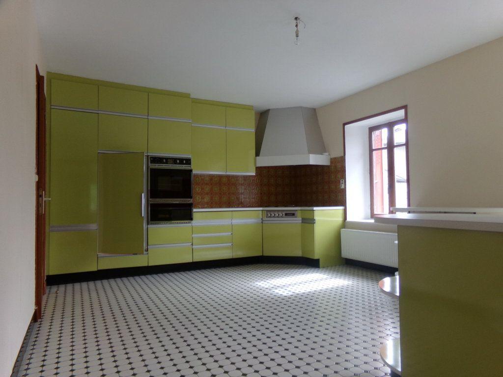 Appartement à louer 5 137.35m2 à Saint-Flour vignette-4