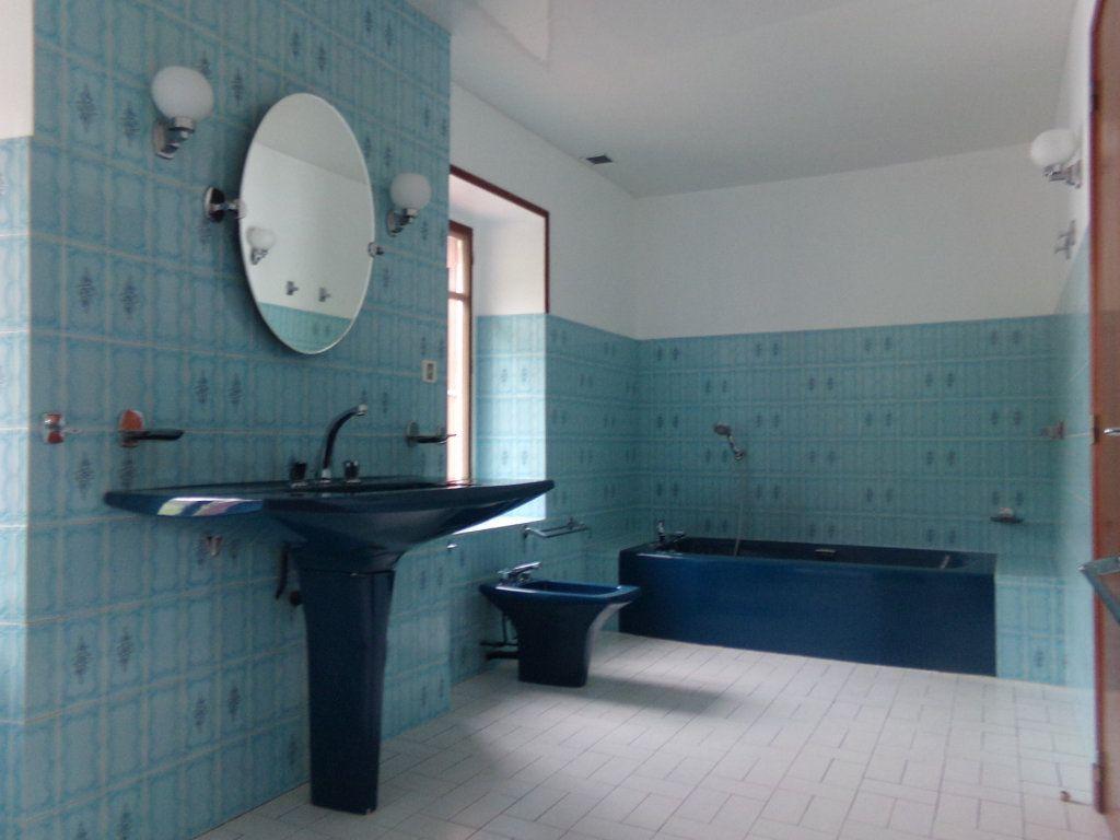 Appartement à louer 5 137.35m2 à Saint-Flour vignette-5